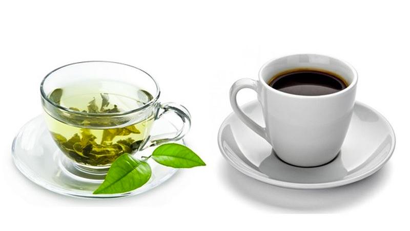 không nên uống cà phê hay trà khi ăn vì chúng chứa các polyphenol làm cản trở quá trình hấp thu sắt.