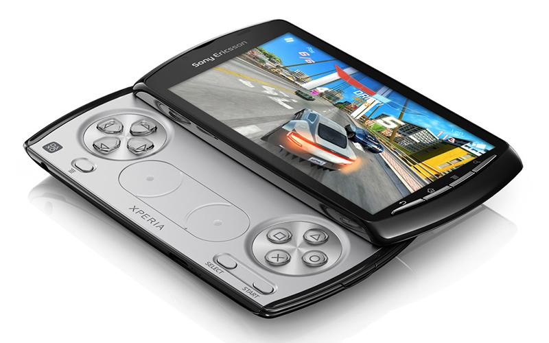 sony ericsson xperia play 800x500 - Sự tiến hóa của điện thoại chơi game trong 15 năm qua