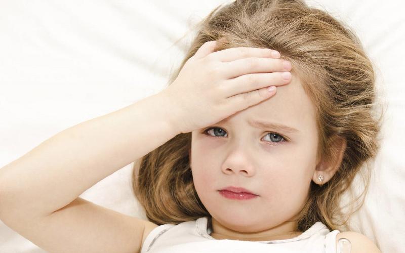 Dấu hiệu nhận biết trẻ bị cảm sốt