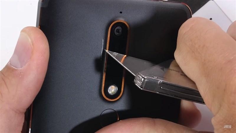 Nokia 6 2018 được thử nghiệm cào xước, nung nóng và bẻ cong