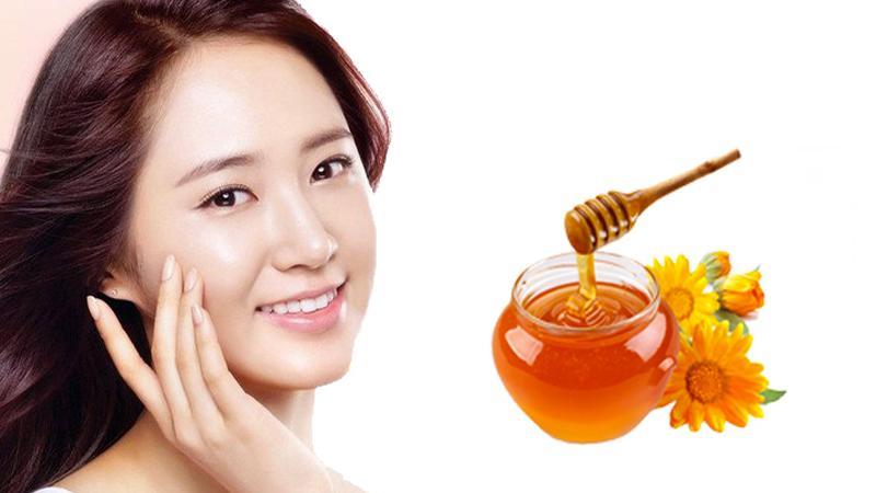 Chất chống oxy hóa trong mật ong giúp trẻ hóa làn da và tạo một lớp chống nắng tự nhiên, giúp bảo vệ da khỏi các tác hại của tia tử ngoại.
