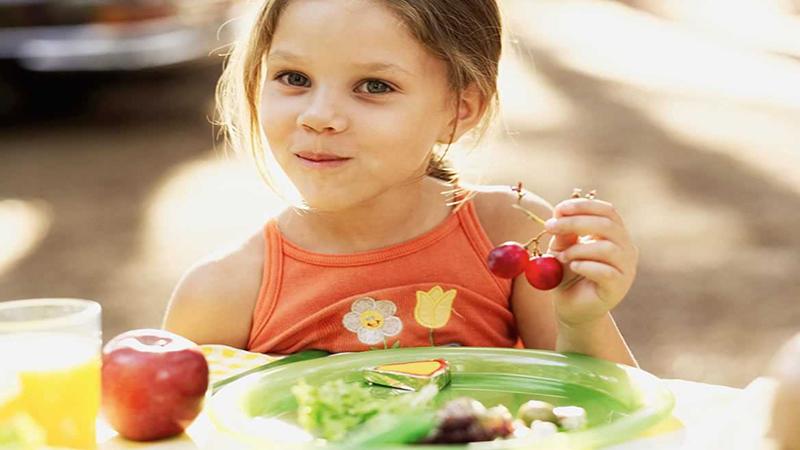 Hãy từ bỏ ý nghĩ bữa phụ của trẻ chỉ là ly nước cam, cái bánh quy, hay vài miếng trái cây