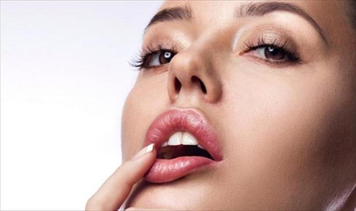đắp mặt nạ cho môi