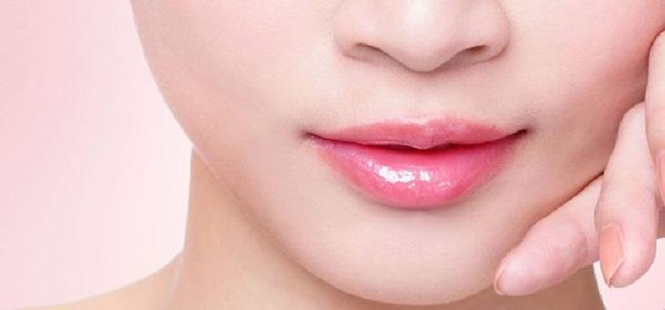 giữ đôi môi hồng tự nhiên