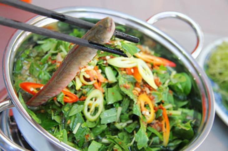 Nấu lẩu cá kèo lá giang