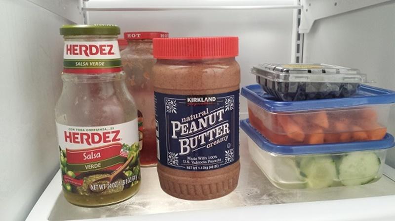 Bảo quản bơ đậu phộng đã mở bao bì trong tủ lạnh, đậy nắp kín