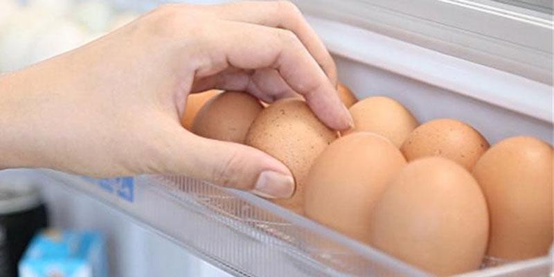Rửa sạch trứng trước khi cất vào tủ, liệu có nên?