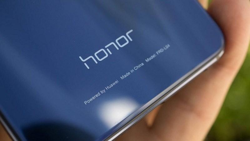 Honor Note 10 lộ ảnh thực tế với tông màu bạc sáng bóng cùng camera kép