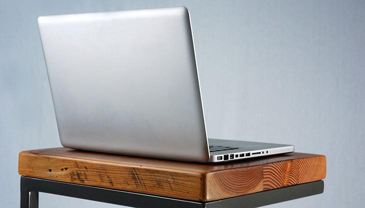 Cách vệ sinh vỏ máy laptop