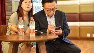 Ô kìa! Galaxy Note 9 đang xuất hiện trên tay CEO Samsung
