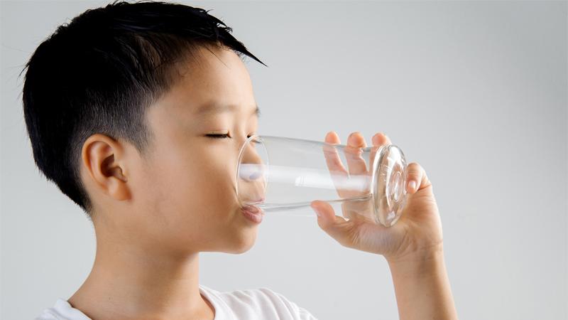 Uống nước trước bữa ăn