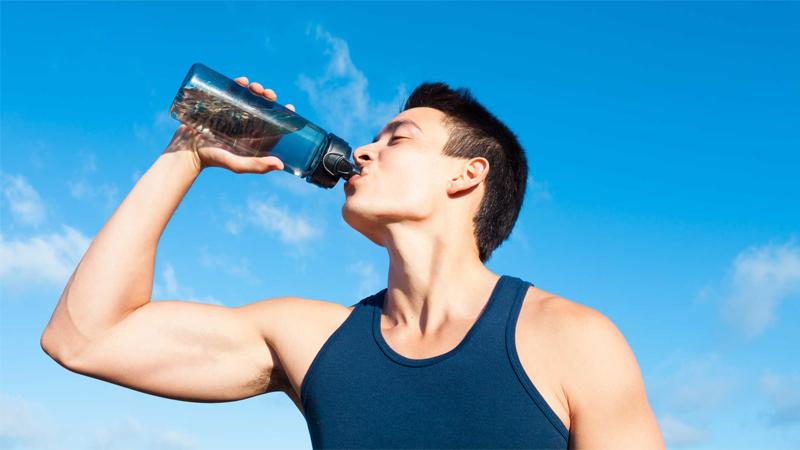 Uống nước sau khi tập luyện