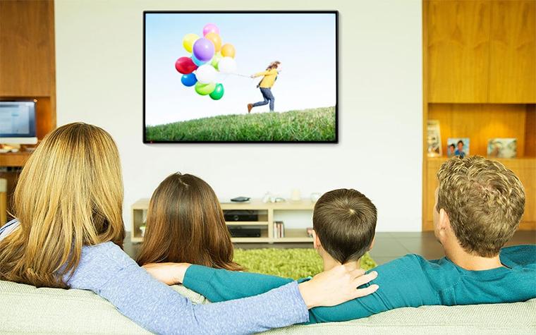 Khoảng cách xem tivi an toàn cho mắt