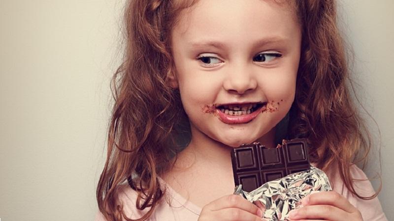 Những lưu ý khi cho trẻ em ăn socola