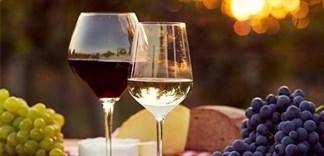 Rượu vang đỏ - rượu vang trắng: cái nào tốt hơn?