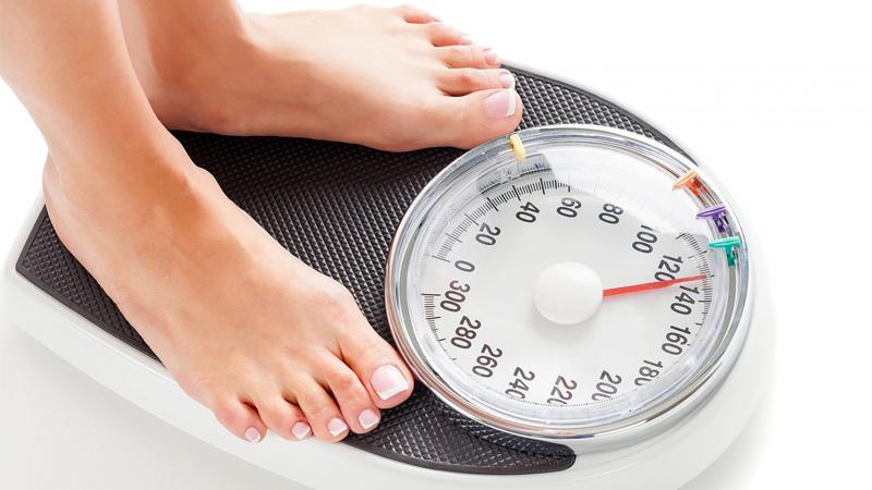 Một quả xoài chín khoảng 200 - 250 g chứa tới 145 calo, gần bằng 1 chén cơm. Do đó, ăn quá nhiều xoài có thể tăng cân nhanh chóng, nhất là những người đang trong chế độ giảm cân.