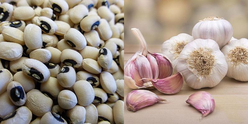 Trong tỏi chứa nhiều Canxi, Magiê, Folate và Axit Alpha – Linolenic, Kali và Vitamin B6. Còn trong đậu trắng lại giàu chất đạm