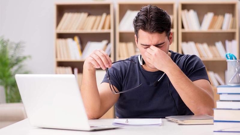 Nên tránh xa các thiết bị điện tử để tránh mất tập trung, khó ngủ