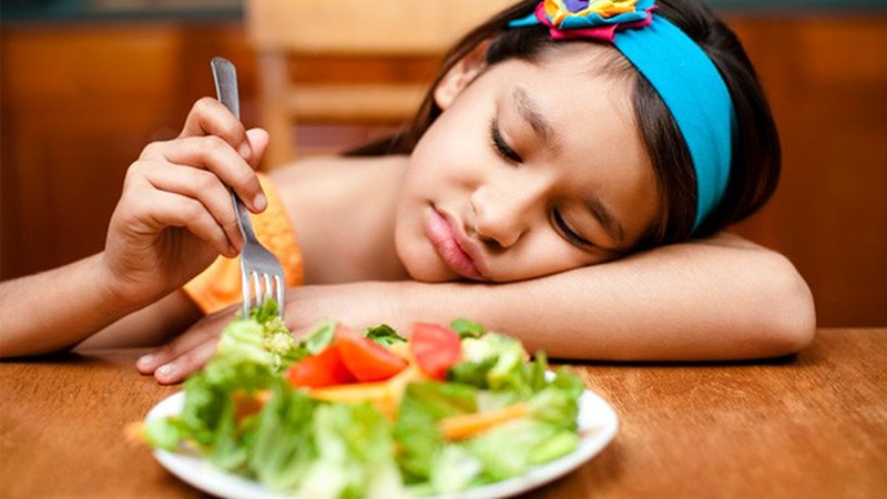 Trẻ em ăn quá nhiều rau củ sẽ bị khó tiêu