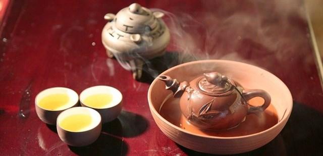 Mẹo hay rửa sạch ấm trà