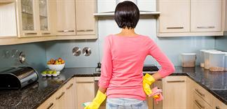 Cách vệ sinh bếp đúng cách đối với mỗi bề mặt
