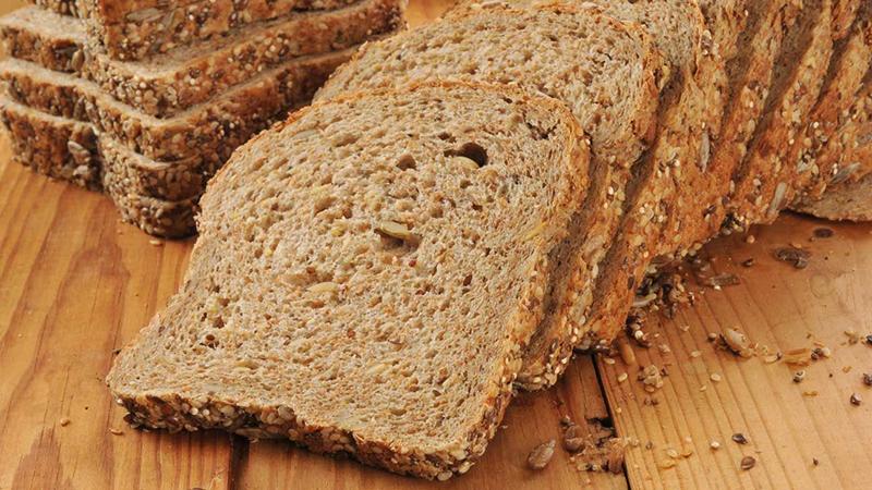 Do được làm từ bột mầm ngũ cốc nguyên hạt nên loại bánh mì này có vị ngọt tự nhiên lại chứa ít calo và chỉ số đường huyết thấp.