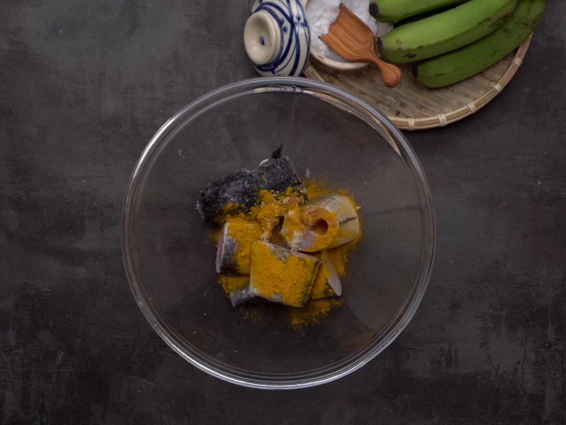 Bước 1 Sơ chế nguyên liệu Cá lóc om chuối đậu