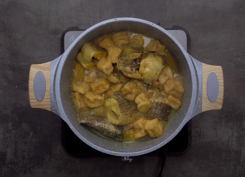Bước 2 Nấu cá Cá lóc om chuối đậu