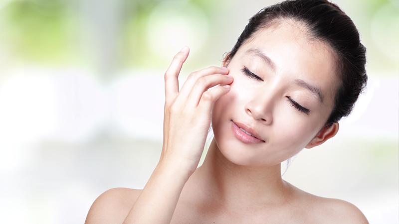 Dưỡng ẩm và tái tạo làn da phụ nữ sau sinh