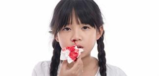 Trẻ bị chảy máu cam: Nên và Không nên ăn những gì?