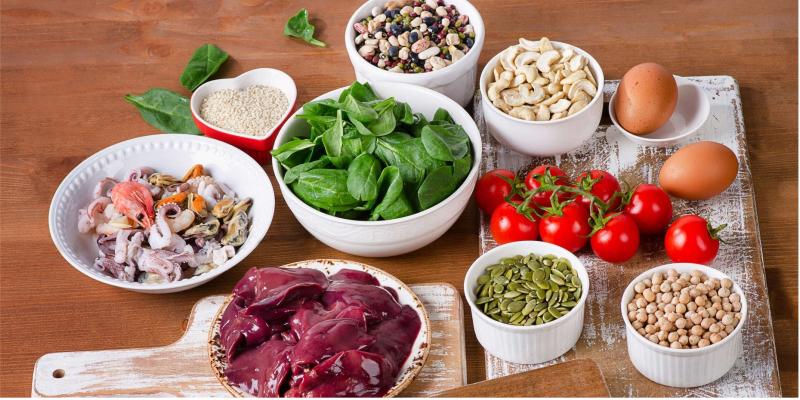 Thực phẩm chứa sắt kích thích quá trình chuyển hóa proline và lysine, giúp tổng hợp collagen và hồi phục vết thương
