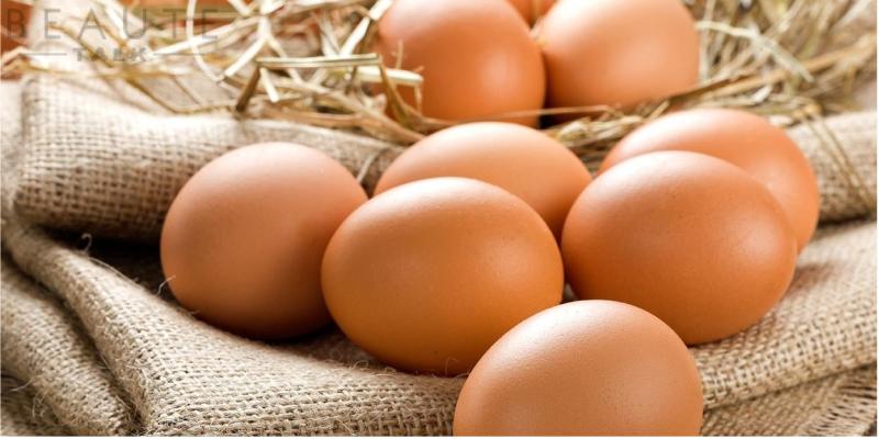 Trứng gà khiến vùng da bị thương sau khi liền không đều màu với những vùng da bên cạnh