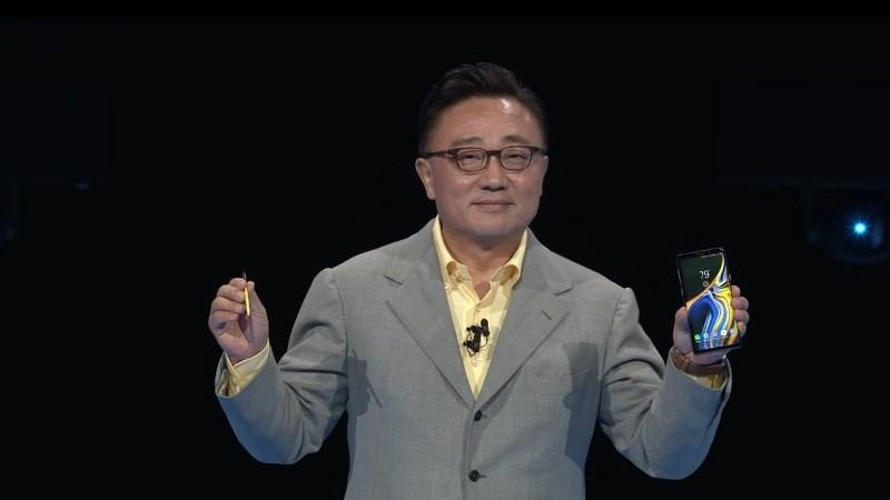 CEO Samsung Mobile, Koh Dong-jin trên tay Galaxy Note 9 và bút S Pen