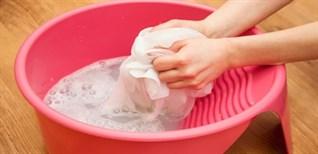 Những mẹo đơn giản giúp bạn giặt và bảo quản áo dài đúng cách