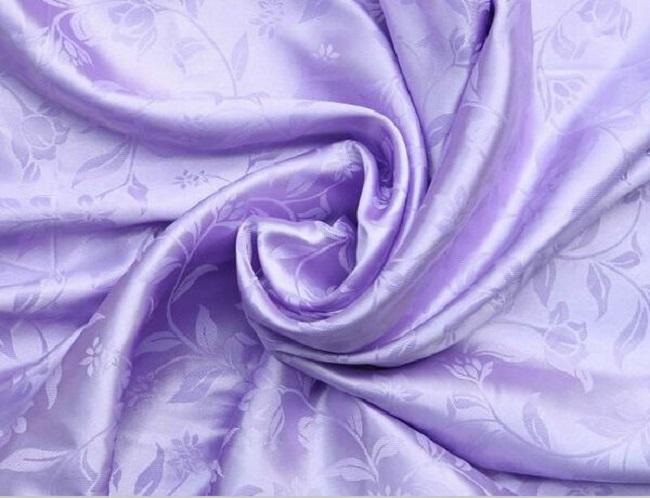 Để giữ gìn áo dài bằng chất liệu satin được lâu nên giặt tay và giặt riêng