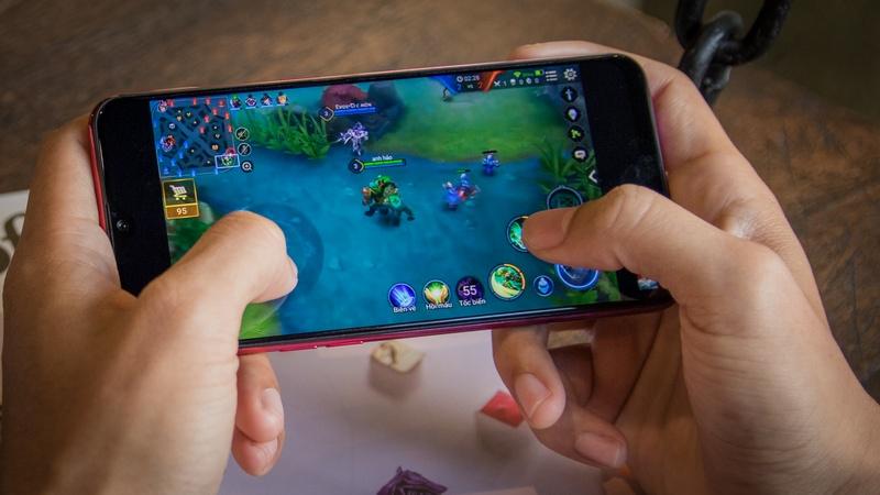 Chơi game trên điện thoại OPPO F9 6GB