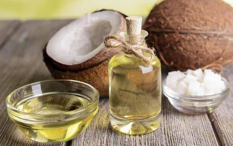 Dầu dừa được chiết xuất từ cơm dừa, có nguồn chất béo quan trọng được sử dụng trong ngành thực phẩm, mỹ phẩm, dược phẩm…