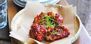 Hướng dẫn cách làm gà rán sốt cay Hàn Quốc ngon mê li dễ làm