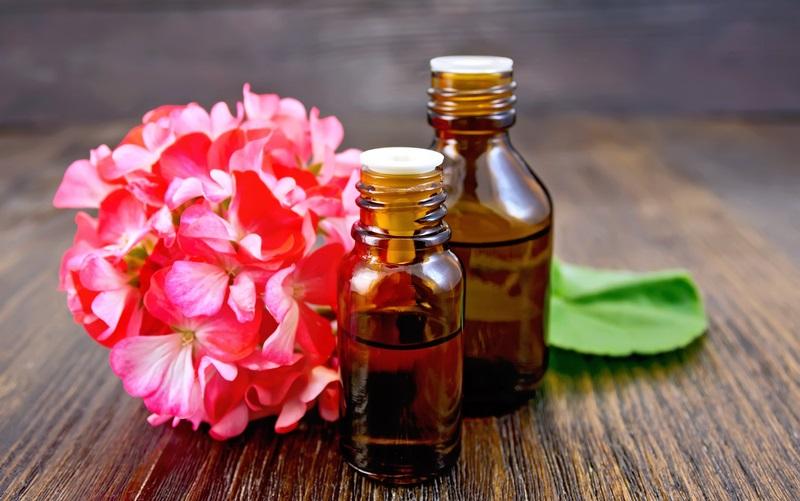 Mùi thơm của tinh dầu sẽ giúp quần áo thơm mát và lấn át mùi hôi do ẩm ướt.