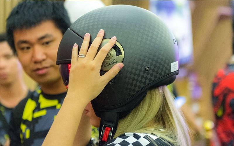 Vệ sinh nón bảo hiểm thường xuyên