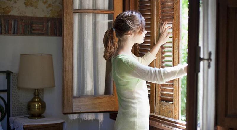 Với người Pháp, vệ sinh nhà cửa sạch là ngôi nhà không có mùi nên bạn cần thông gió ngôi nhà sau khi vệ sinh