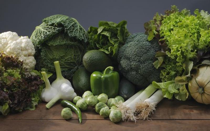 Nhờ chứa nhiều loại vitamin như B6, B12… mà các loại rau xanh đậm có thể trung hoà và phòng ngừa chất cystenie tránh bị oxy hoá từ đó giúp giảm nguy cơ mắc bệnh mất trí.