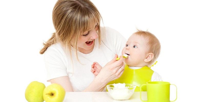 Massage giúp bé mau ăn chóng lớn.