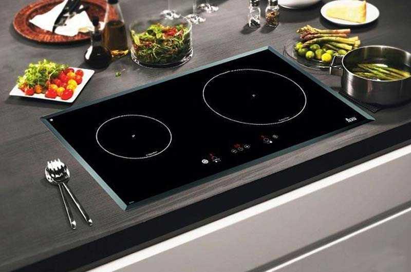 Bếp từ và bếp hồng ngoại mặt kính bị bể, nứt có dùng được không?