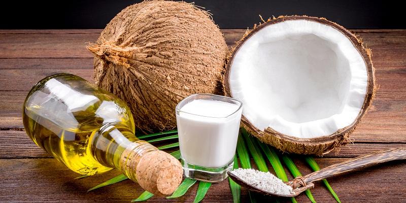 Trong số các loại dầu thực vật massage cho trẻ, dầu dừa được sử dụng rộng rãi nhất.