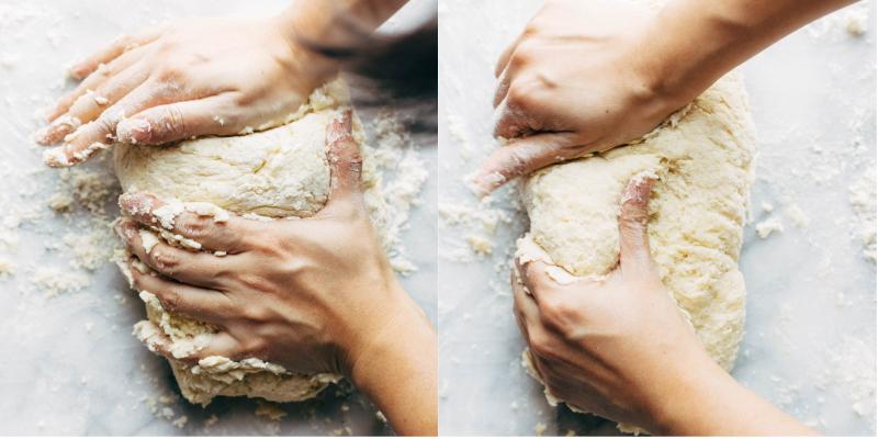 Nhào bột sao cho bột có độ rắn chắc nhưng vẫn mịn