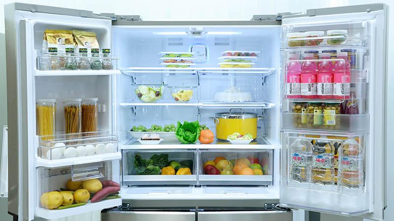Mở tủ lạnh quá lâu làm cho vi khuẩn bên ngoài bay vào tủ