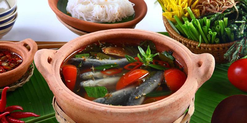 Tại sao ở các quán lẩu người ta nấu cá kèo nguyên con