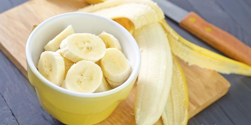 Trẻ nhỏ ăn chuối chín rất có lợi cho hệ tiêu hóa, giúp nhuận tràng, trị táo bón, tăng khả năng hấp thu Canxi để bé có một hệ xương chắc khỏe.