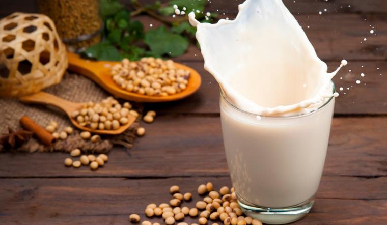 Sữa đậu nành đóng hộp có tốt hơn sữa đậu nành truyền thống